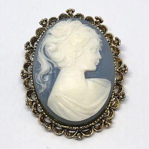 🆕Vintage Gerry's Blue & White Cameo Pin/Pendant